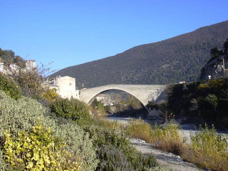 Pont Roman de Nyons en Drôme provençale